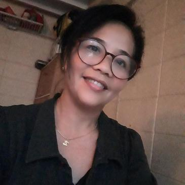 Meet Lalaine, 49 years old